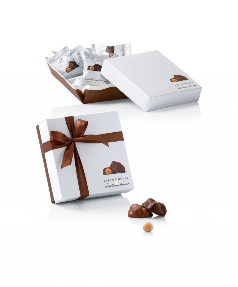 4 Nocciole ricoperte di cioccolato al latte e fondente